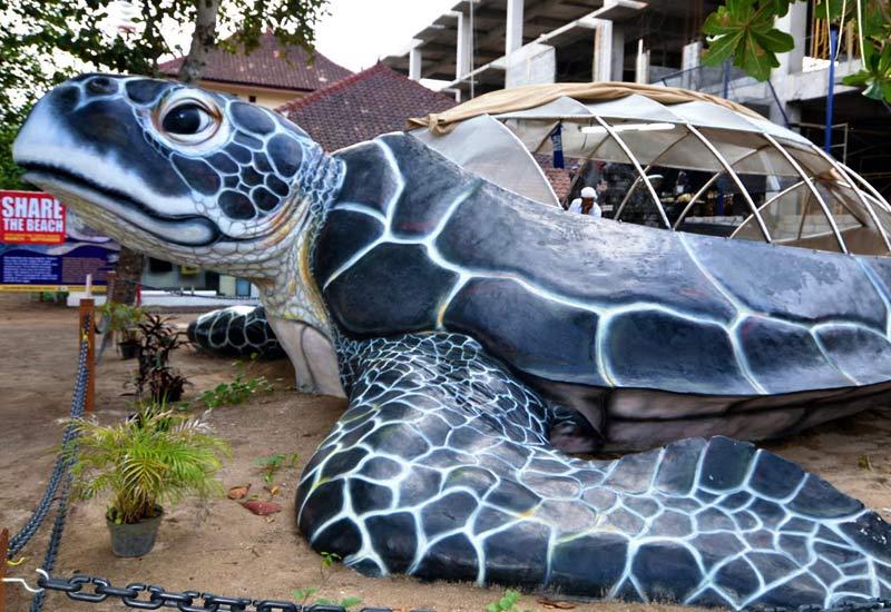 Die Brutstätte der Bali Sea Turtle Society hat die Form einer riesigen Meeresschildkröte